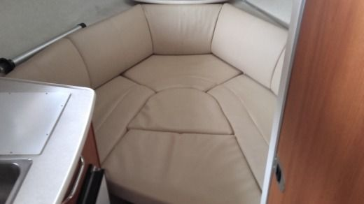 Motorboat Bayliner 245 SB peer-to-peer