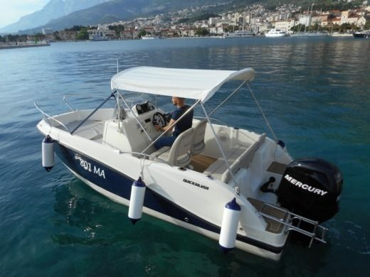 Quicksilver Activ 555 in Makarska for hire