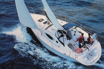 Hire Sailboat KIRIE - FEELING FEELING 32 Antibes