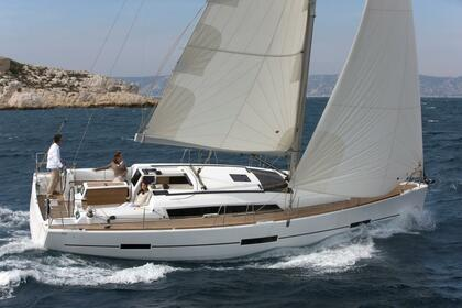 Hire Sailboat DUFOUR 410 Golfe Juan