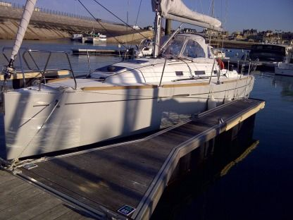 Rental Sailboat Beneteau First 30 2011 St-Malo