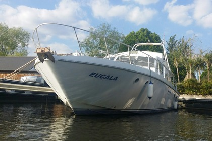 Rental Motorboat Guy Couach 1600 London