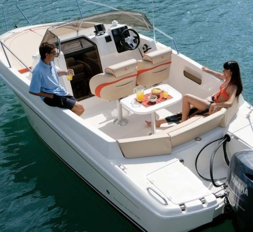 Motorboat Altair Amber 6,5 for hire