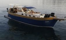 Traitional Croatian Boat Leut Vagabundo in Split for hire