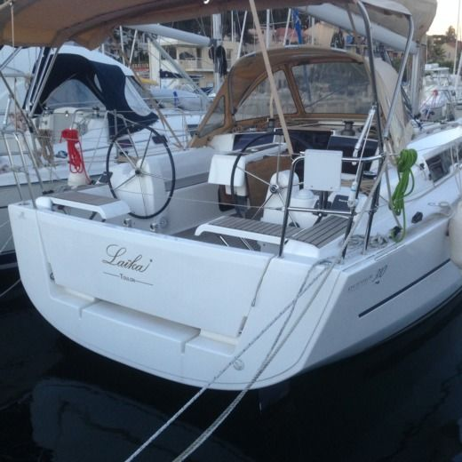 Sailboat DUFOUR 310 GL peer-to-peer