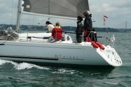 Rental Sailboat BENETEAU First 31,7 Brest