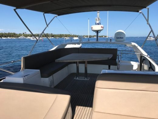 Motorboat Jeanneau Prestige 500Fly for hire
