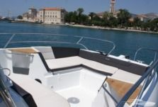 Beneteau Flyer 8.8 Spacedeck in Trogir for rental