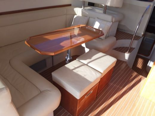 Charter Motorboat Pearlsea Yachts 40 Fly Split