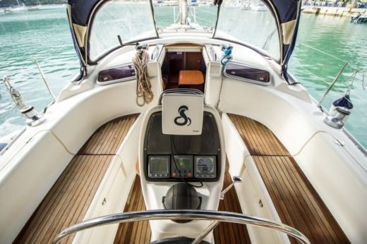 Sailboat Bavaria Cruiser 37 for hire