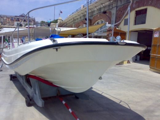 Boston Whaler Outrage 21 a Genova