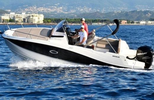 Charter Motorboat Quicksilver 755 Sundeck Luxury Makarska