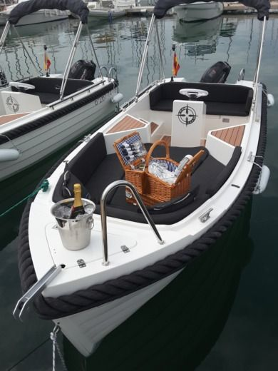 Rental motorboat in Port d'Alcúdia