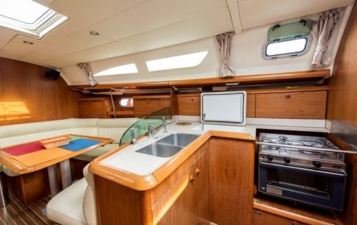 Sailboat Jeanneau Sun Odyssey 37 peer-to-peer
