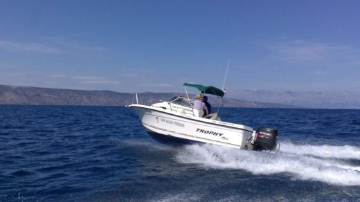 Motorboat 2005 Trophy 2002 Wa for hire