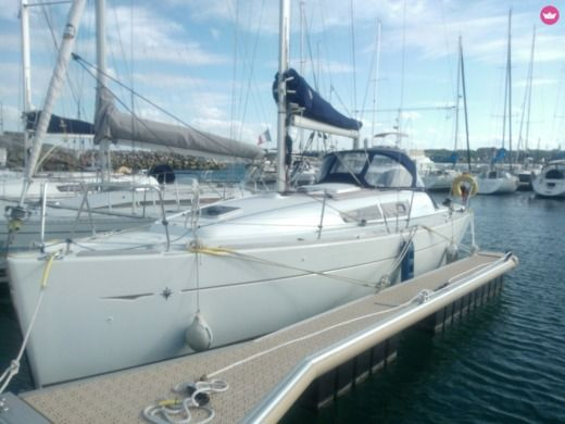 Sailboat Jeanneau SO 32 I for hire