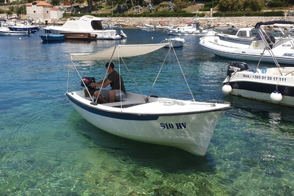Charter Motorboat Pasara boat (no license) Boat Hvar