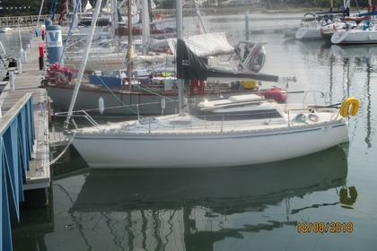 Rental Sailboat Jeanneau Fantasia Lorient