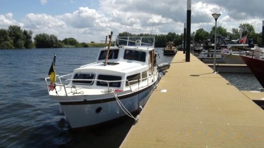 Vechtkruiser 950 (vedette Hollandaise) in Maaseik peer-to-peer