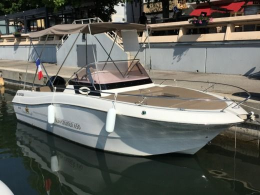 Motorboat Pacific Craft Sun Cruiser 650 for hire