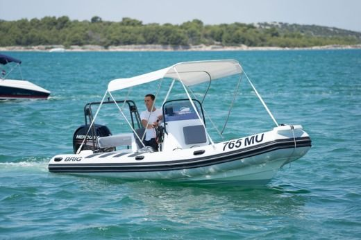 Brig Navigator 610 in Murter for rental
