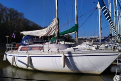 Hire Sailboat JEANNEAU BRIN DE FOLIE Auray
