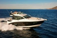 Motorboat Beneteau Gran Turismo 50 Sportfly for rental