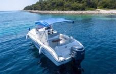 Motorboat Ranieri Shadow 22 for hire