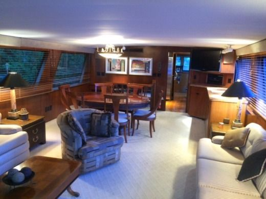 Motorboat Hatteras Motor Yacht for hire