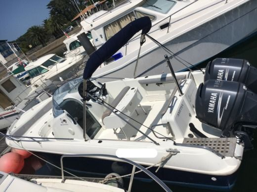 Rental motorboat in Hendaye