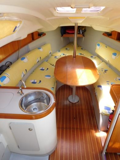 Sailboat Jeanneau Sun Way 25 peer-to-peer
