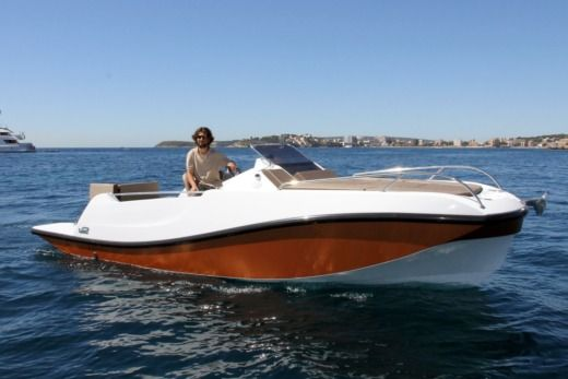 V2 7.0M 200Hp in Port d'Alcúdia for hire