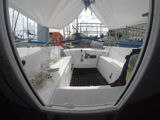 Beneteau Kerlouan in Mortagne-sur-Gironde for hire