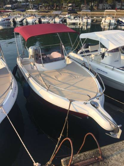 Charter Motorboat Picaro Picaro Cabin Red Funtana