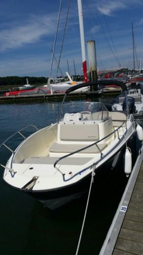 Motorboat QUICKSILVER Activ Open 6.75 for hire