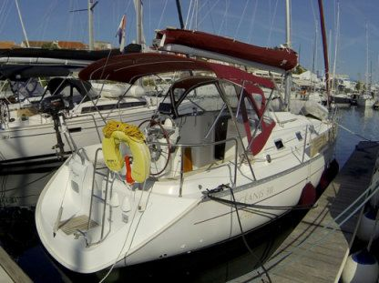 Charter Sailboat Beneteau Oceanis 311 Clipper Split
