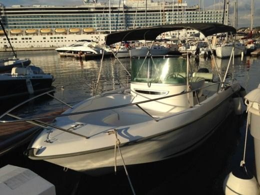 Motorboat B2 Marine Cap Ferret for hire