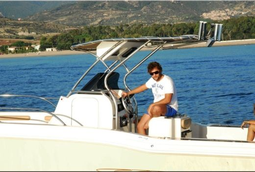 Ranieri Evo 25 in Nice for hire