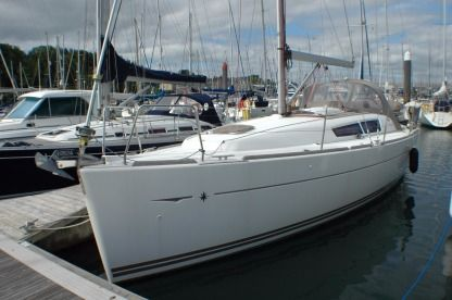 Rental Sailboat Jeanneau 33I Bari