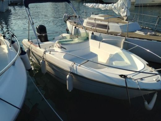 Motorboat B2 Marine Cap Ferret 550 for rental