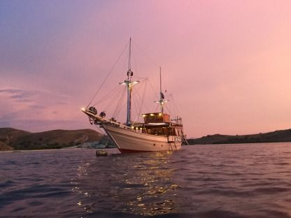 Charter Houseboat Stephan Remini Phinisi - Indonesian Traditional Luxury Vessel Komodo