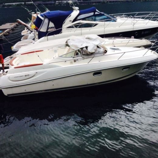 Motorboat Jeanneau Leader 805 for hire