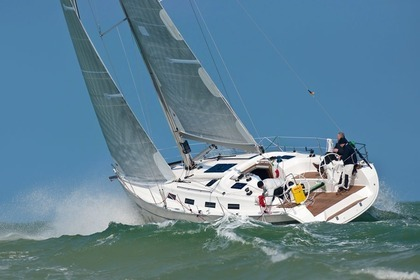 Hire Sailboat BAVARIA 40 Cruiser Sport Les Pieux