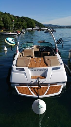 Motorboat Nautique 200 Sport for hire