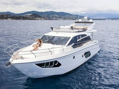 Charter Motorboat Absolute 52 Fly Trogir