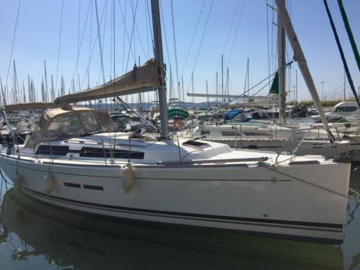 Sailboat DUFOUR 375 for hire