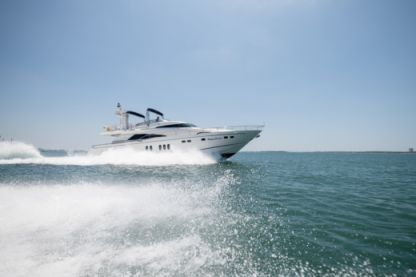 Charter Motorboat Fairline 74 Squadron Setúbal