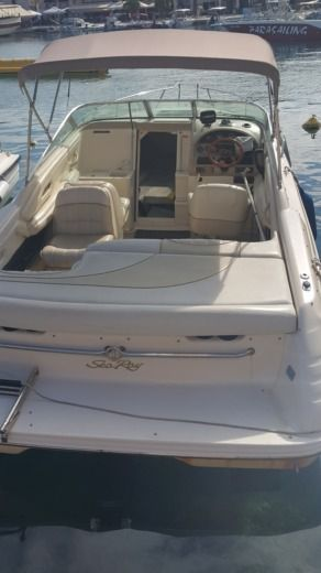 Motorboat Sea Ray 220 Signature