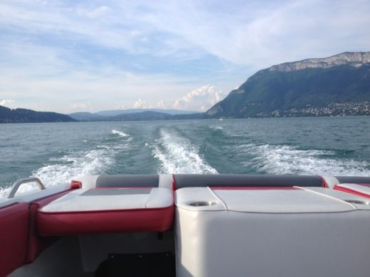 Charter motorboat in Duingt peer-to-peer