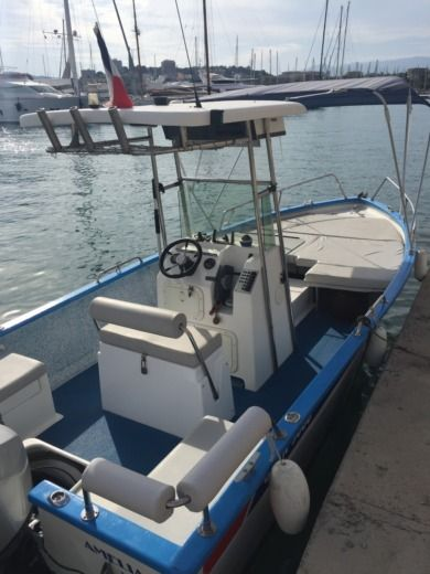 Motorboat Chantier Pro 2000 Outre Mer 5000 peer-to-peer